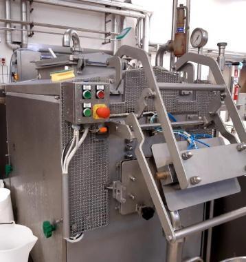 Cooker  /melaxadora  para  queso Mozarela  Oaxaca  Analogo marca MILKYLAB Fabricado en ITALIA  Doble  tornillo  -- Panel Control